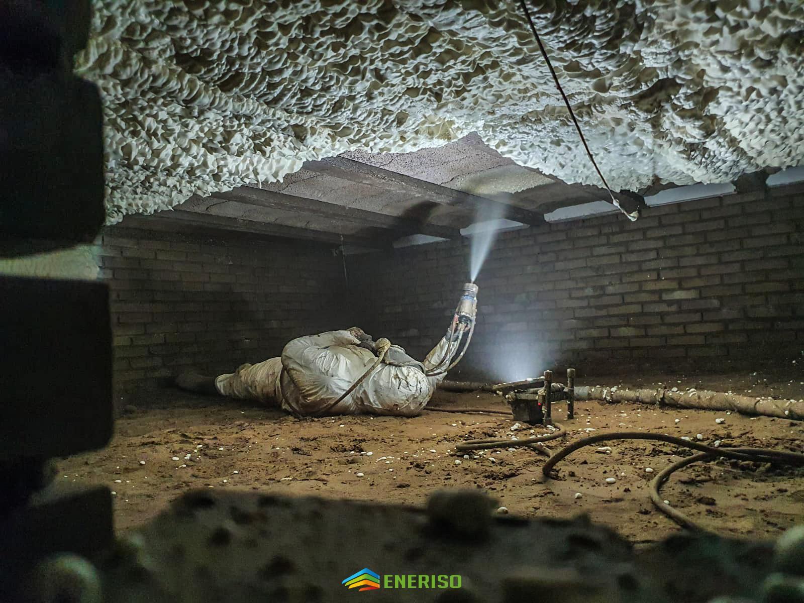 sprayen icynene purschuim vloerisolatie kruipruimte